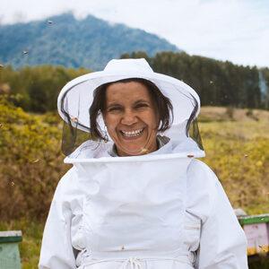 Unsere Fairtrade Imkerin Carmen